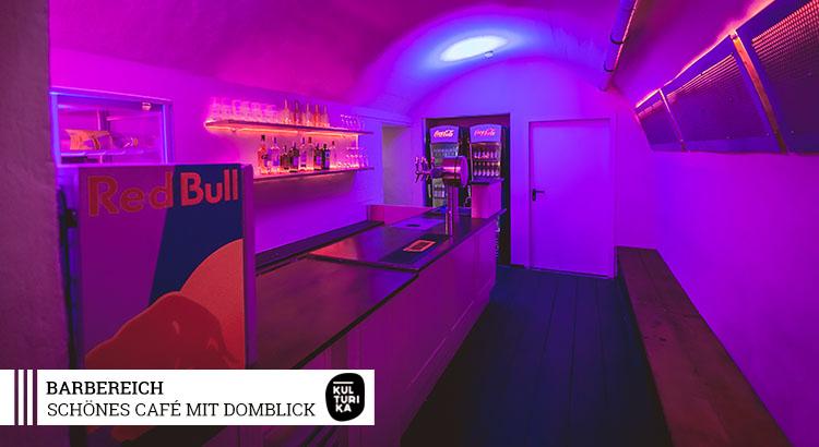 Eventlocation-Koeln-Partyraum-mieten-mit-Domblick-für-Selbstversorger-Barbereich-2