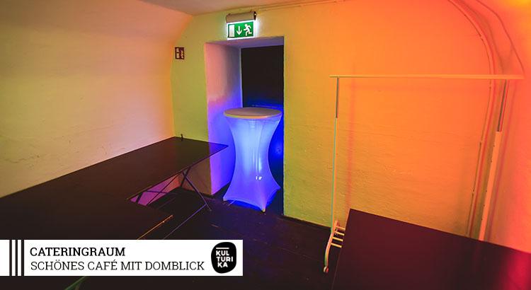 Eventlocation-Koeln-Partyraum-mit-Domblick-für Selbstversorger-Cateringraum